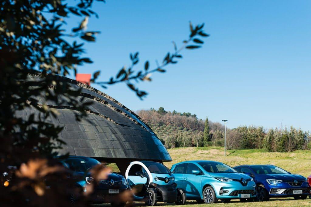 """Novità Renault: la gamma elettrica ed ibrida, ecco la """"Renaulution"""""""