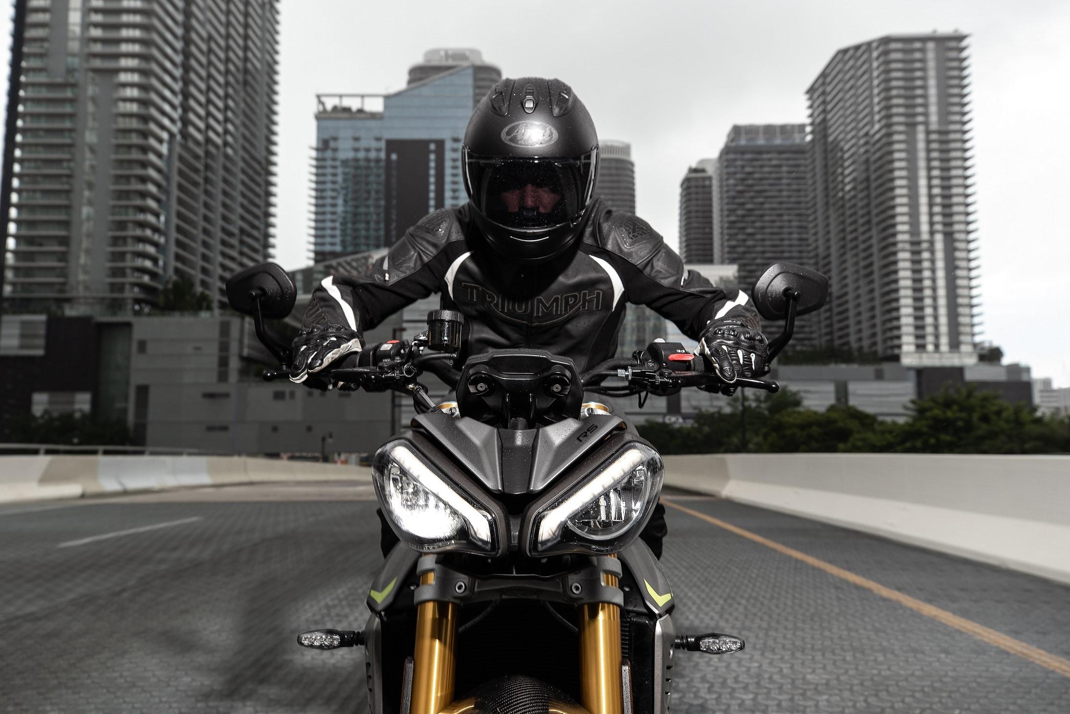 Nuova Triumph Speed Triple 1200 RS: foto e dati ufficiali